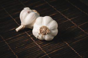 Zdrowotne właściwości czosnku i jego wpływ na odchudzanie